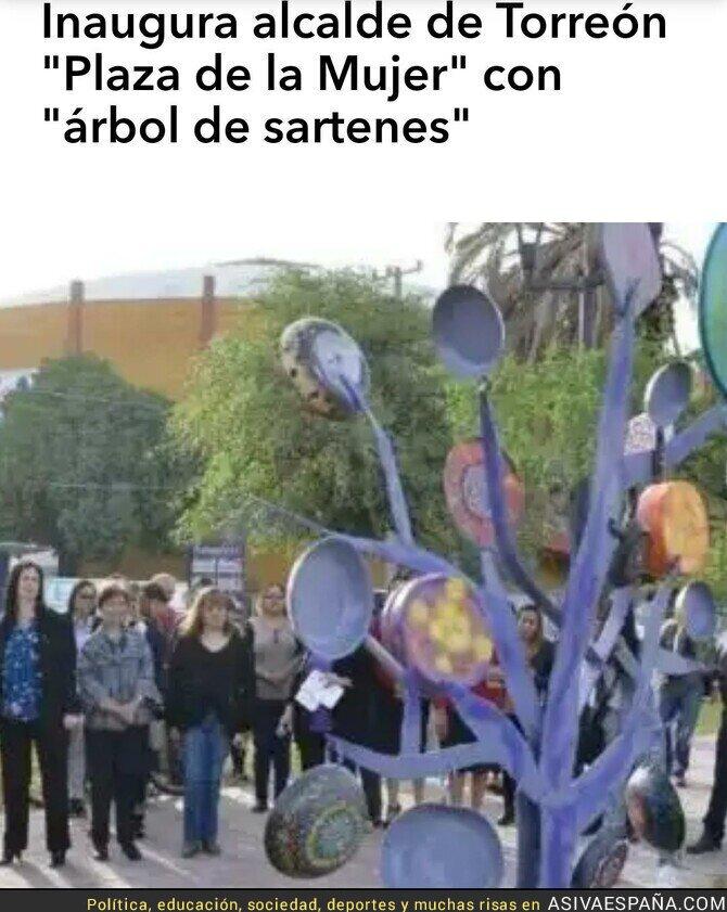 115444 - Un alcalde de VOX inauguró esta polémica escultura dedicada a la mujer