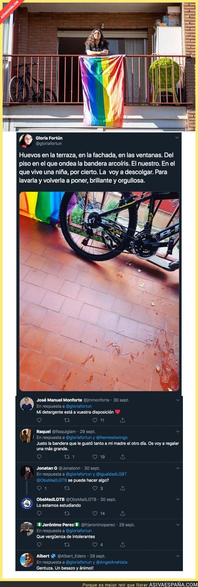 122766 - Unos huevos no te deben detener por lucir bien orgullosa una bandera LGTBI