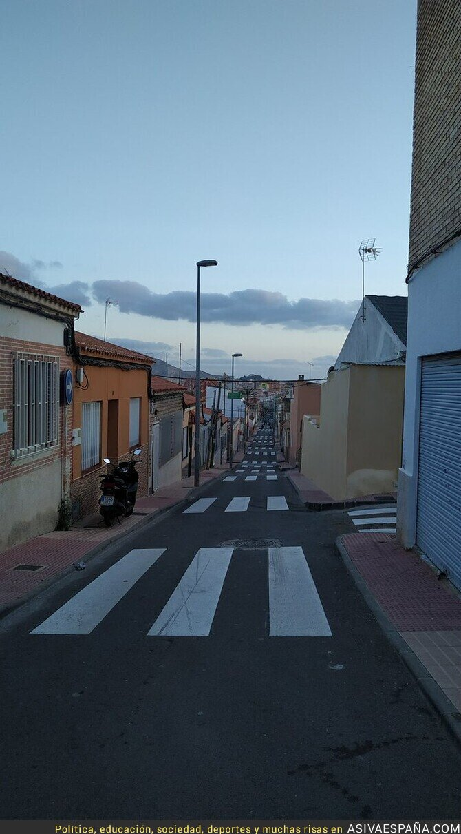 134651 - 21 pasos de cebra en una calle de Cartagena