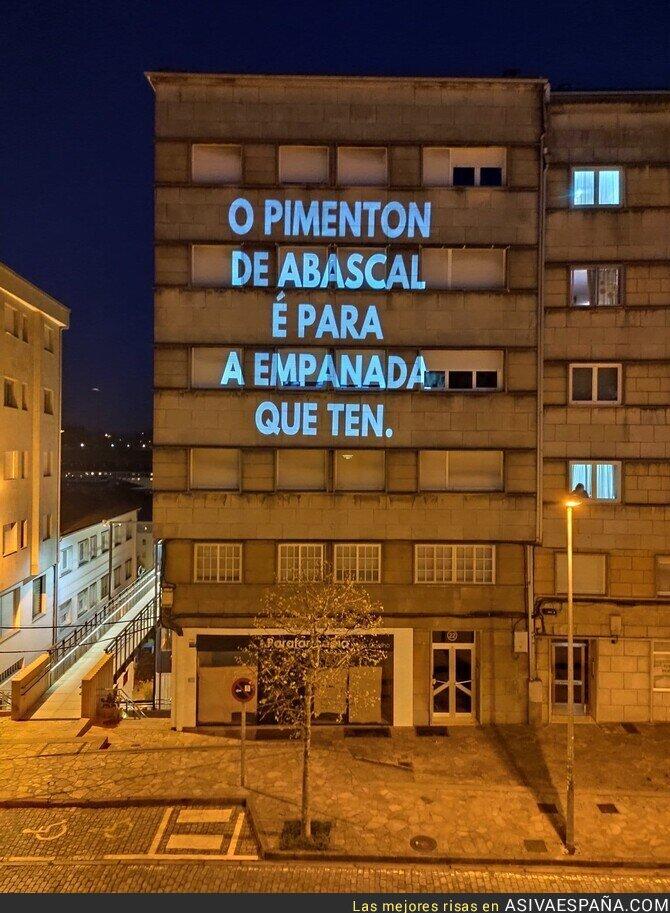 142109 - En Compostela saben bien como trolear a Santiago Abascal