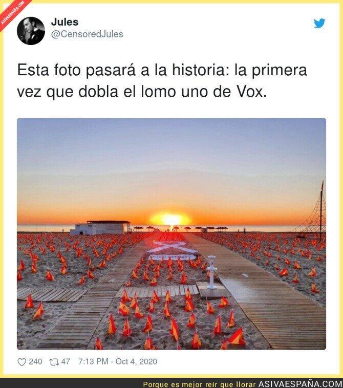 398464 - VOX arruinando una bonita playa española