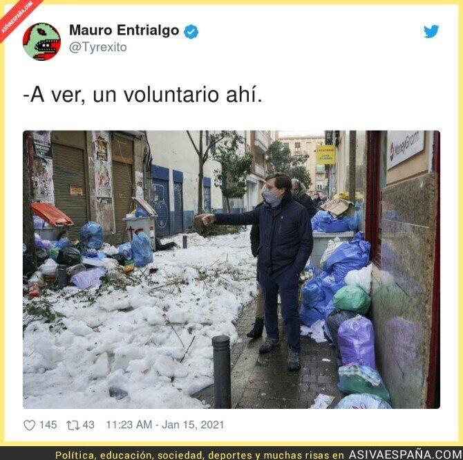 552811 - El alcalde entre la basura