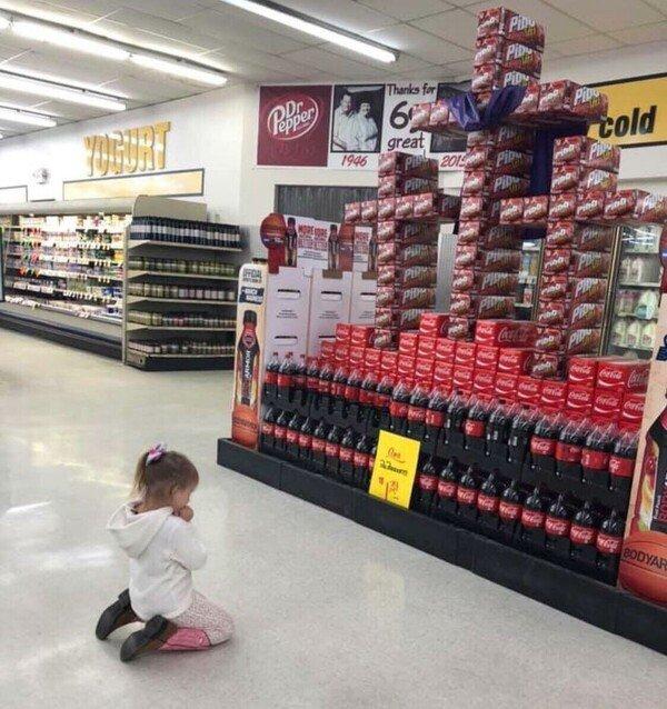 Meme_otros - Esta niña sabe bien a lo que rezar