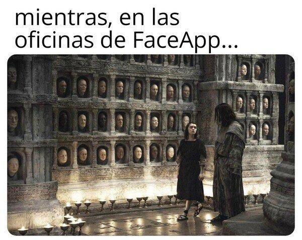Meme_otros - Cuando no lees la 'politica de privacidad'...