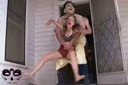 Enlace a Quédate con quién te abrace como Michael Myers