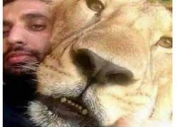 Enlace a La única explicación lógica para este selfie