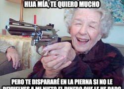 Enlace a Mi abuela a veces se pone muy agresiva con mi madre