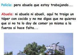 Enlace a Abuela vs Nieto-policía... vemos una clara vencedora...