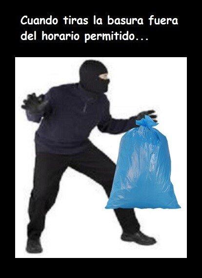 Meme_otros - Cómo te sientes cuando tiras la basura a una hora que no está permitido...