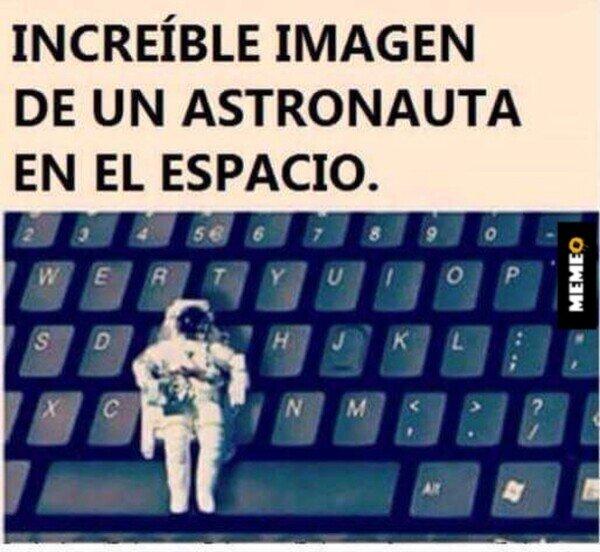 Meme_otros - Astronauta en el espacio