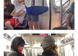 Enlace a Así lleva la gente a sus perros en el metro de Nueva York