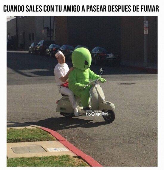 alien,fumar,moto,pasear