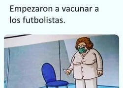Enlace a Vacunando a futbolistas