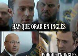Enlace a El Capitán América reza en inglés