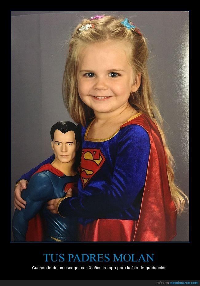 foto de graduación,graduación de la guarderia,niña,superman,superwoman