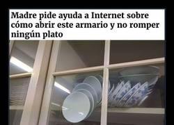 Enlace a Madre pide ayuda a Internet para abrir este armario y no romper ningún plato