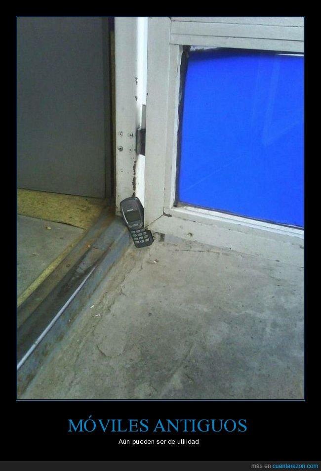móvil,nokia 3310,puerta