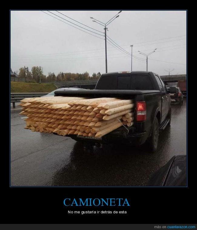 camioneta,estacas,madera