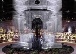Enlace a Escultor llena un pabellón con una impresionante serie de arquitectura en malla de alambre
