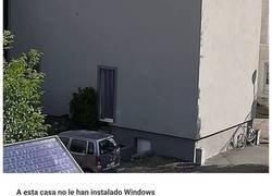 Enlace a Este hombre belga documenta las casas feas que ve, y son tan horrendas que hacen reír