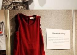 Enlace a Esta exposición muestra lo que llevaban puesto víctimas de abusos a quienes dijeron que fue por culpa de su ropa
