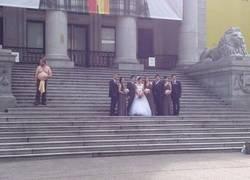 Enlace a Mejorando una insulsa foto de boda
