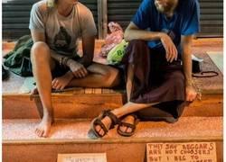 """Enlace a En Asia la gente está harta de los """"begpackers"""" occidentales que mendigan para pagarse los viajes"""