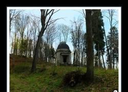 Enlace a Este mausoleo abandonado en Polonia esconde una sorpresa en su interior