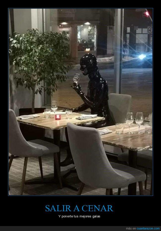 restaurante,traje de látex,wtf