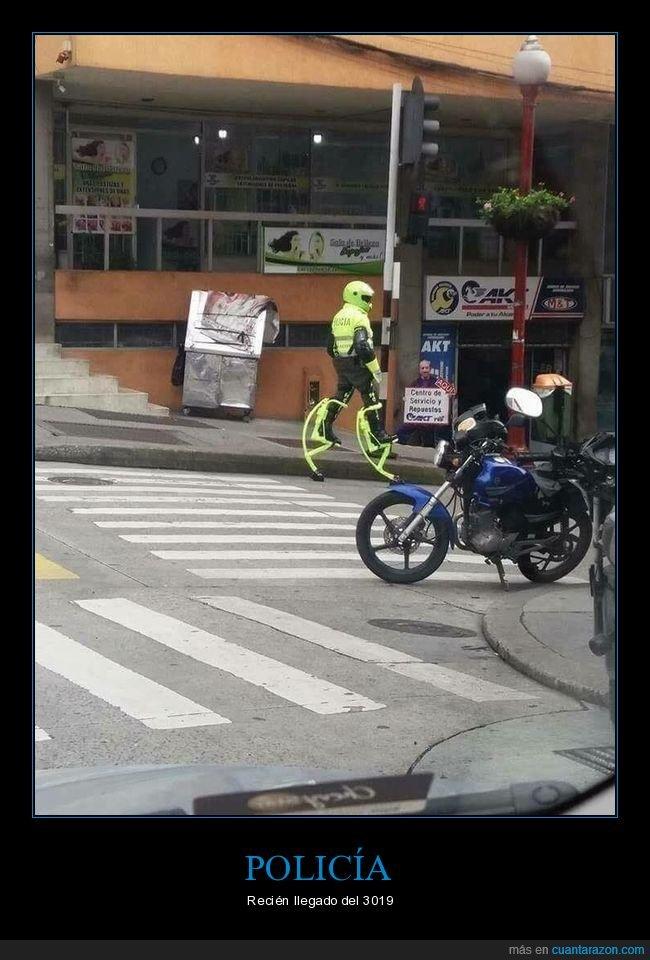 policía,wtf,zancos