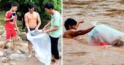 Enlace a Estos estudiantes de un pueblo de Vietnam tienen que cruzar el río en bolsas de plástico para llegar al colegio