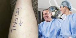 Enlace a Los médicos tuvieron que retrasar la operación de este hombre porque tenían que recuperarse de las risas tras encontrar todos los dibujos que se hizo en el cuerpo