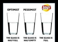 Enlace a Optimistas, pesimistas y Lays