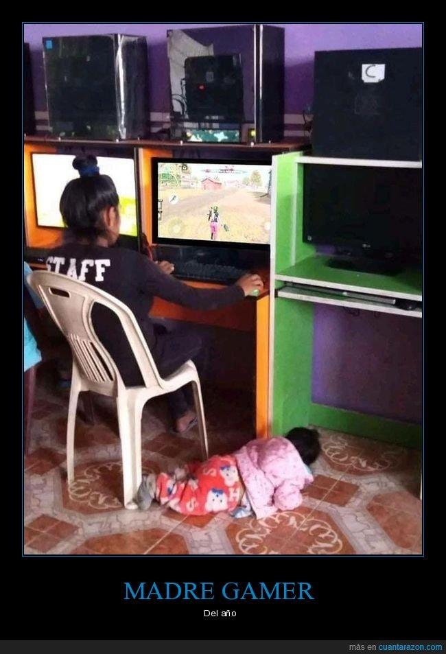 hijo,jugando,madre,ordenador,tirado,wtf
