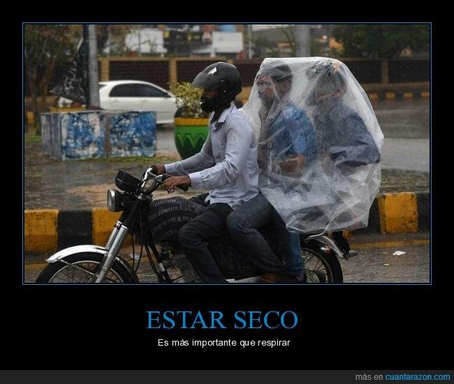 lluvia,moto,plástico,wtf