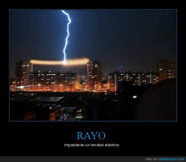 impactando,rayo,tendido eléctrico