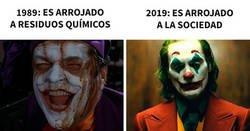 Enlace a De los mejores memes reaccionando ante el estreno de la película del Joker