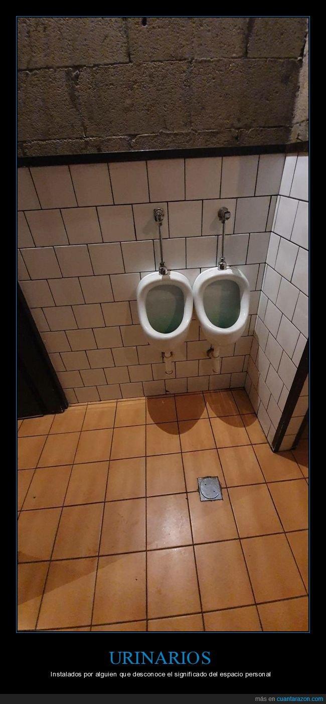 aseos,juntos,urinarios