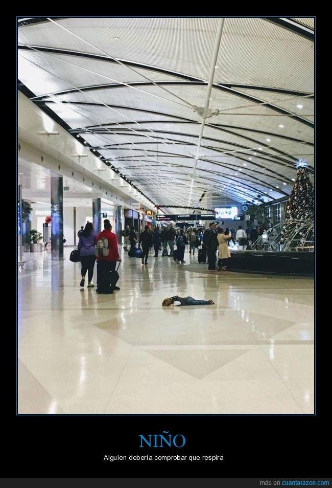 centro comercial,niño,suelo,tirado