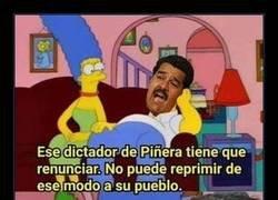 Enlace a Nicolás Maduro opina sobre la situación que se vive en Chile