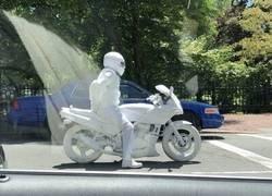 Enlace a ¿Motorista albino?