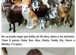 Enlace a Esta mujer consiguió al fin que sus 17 mascotas posaran para una foto
