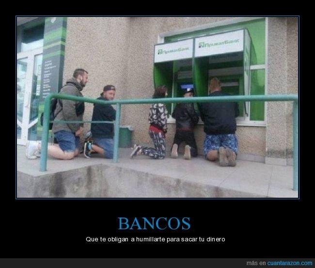 banco,cajero,de rodillas