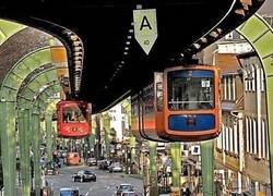 Enlace a El monoraíl suspendido de Wuppertal