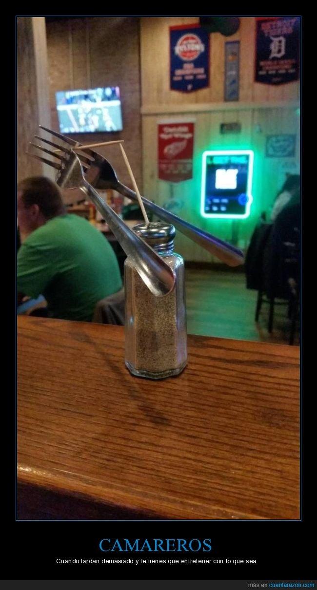 bar,equilibrio,palillos,pimentero,tenedores