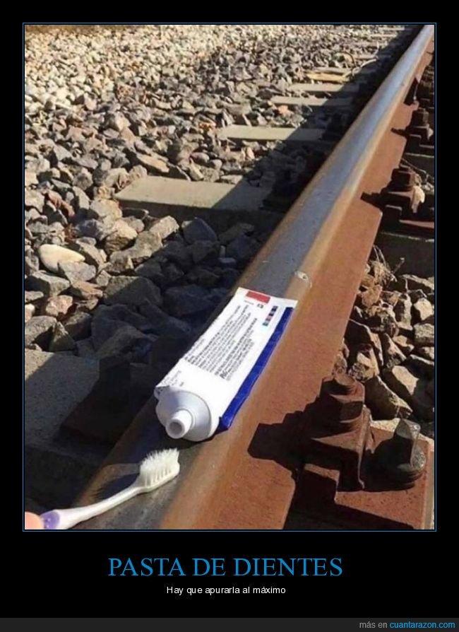 pasta de dientes,vía de tren,wtf