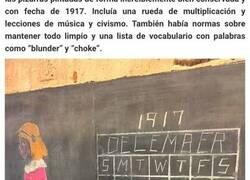 Enlace a Estos albañiles que iban a renovar un colegio en Oklahoma descubrieron unas pizarras pintadas que llevaban más de 100 años allí