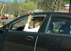Enlace a ¿Está permitido conducir con esas uñas?