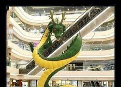 Enlace a Mientras tanto, en un centro comercial de Hong Kong...
