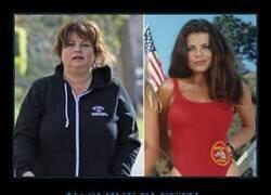 Enlace a El irreconocible aspecto de Yasmine Bleeth de Los Vigilantes de la Playa